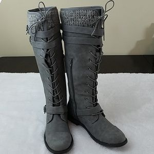 JustFab Delphinia Sz 7 Grey Lace Up Sweater Boots